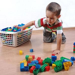 trẻ tự dọn đồ chơi 2